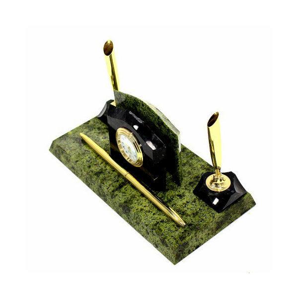 Маленький письменный прибор из камня