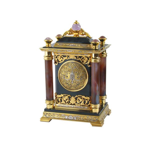 Часы из агата с колоннами