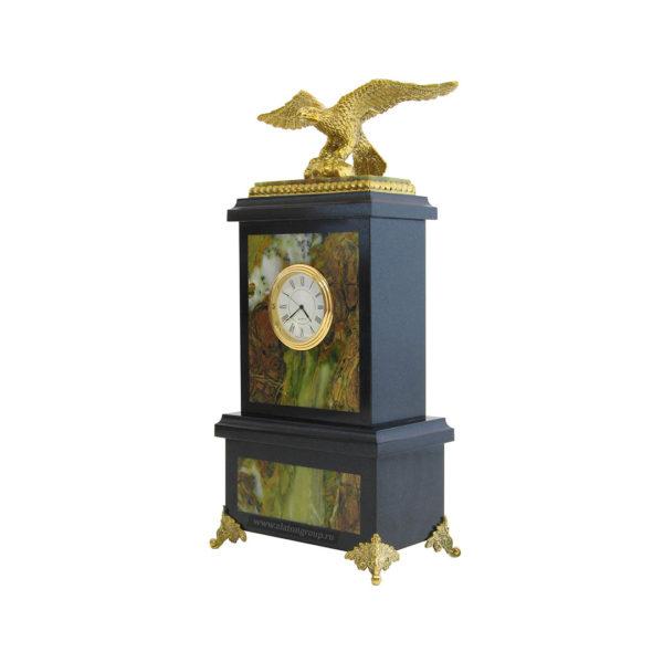 Часы из офиокальцита с Орлом