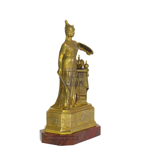 Женщина с щитом из бронзы
